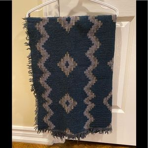 Aritzia/Wilfred Diamond Mosaic Blanket Scarf